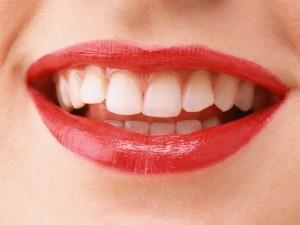 年齢とともに黒ずむ歯ぐきや気になる口臭…あなたは、大丈夫?アンチエイジングケアは、口もとから